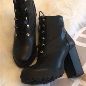 Express womens black combat ankle boots size 9